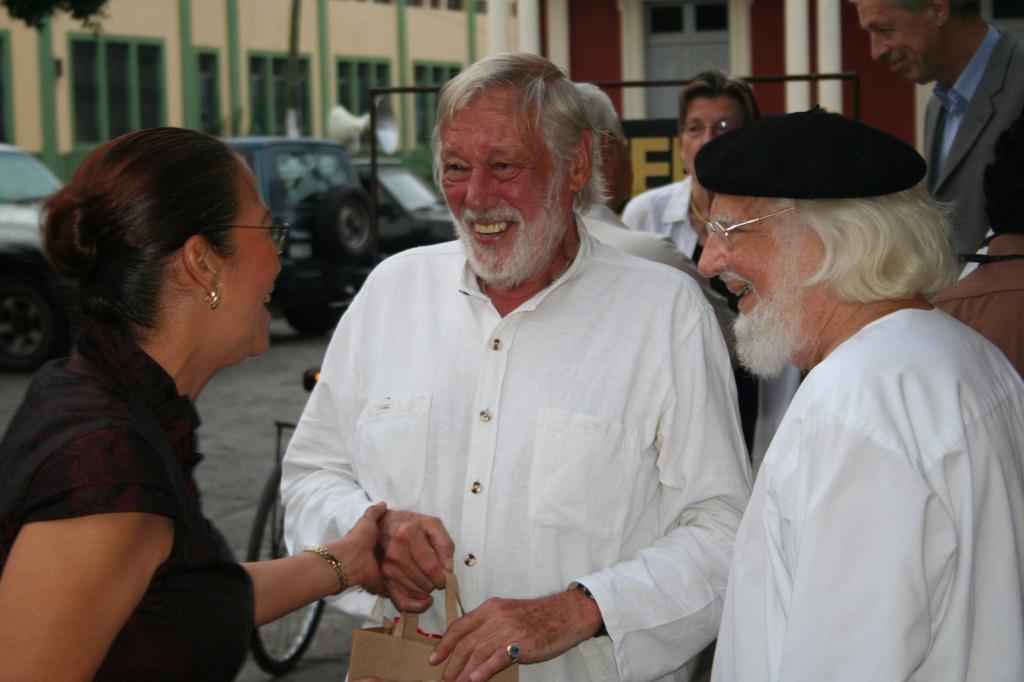 acerca-de_historia-de-la-fundacion-casa-de-los-tres-mundos_cardenal-schoenherr