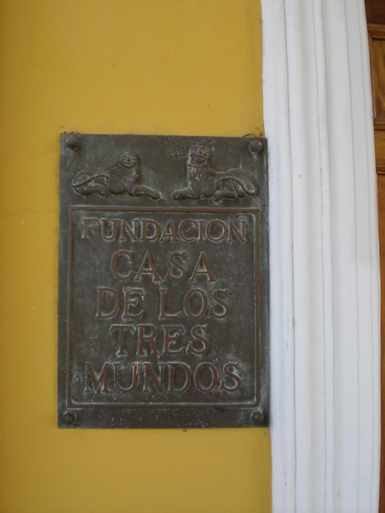 acerca-de_historia-de-la-fundacion-casa-de-los-tres-mundos_metallschild-fundacion
